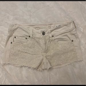 American Eagle Off White Short Shorts w/ Lace
